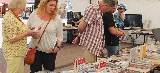 Znani dziennikarze, językoznawcy i artyści spotkali się z mieszkańcami Sanoka podczas 9. Bieszczadzkiego Lata z Książką (ZDJĘCIA)