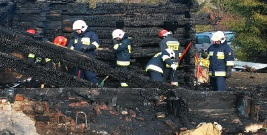 GMINA KOMAŃCZA: Dom spłonął doszczętnie. Zginęły 4 osoby (ZDJĘCIA)