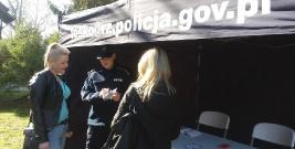 Policjanci rozmawiali z mieszkańcami o Krajowej Mapie Zagrożeń Bezpieczeństwa