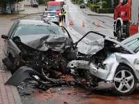 SANOK: Dwie osoby zakleszczone w pojeździe w wypadku na ulicy Lipińskiego (ZDJĘCIA)