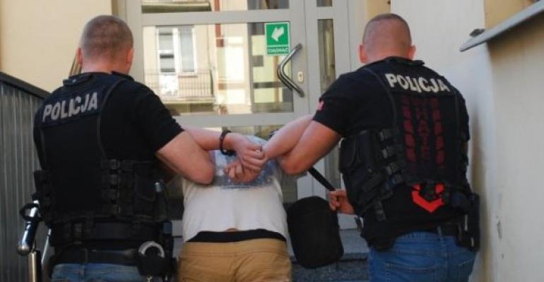 19-letni mieszańcy Leska zatrzymani w związku z kradzieżą w galerii handlowej. Policja znalazła też narkotyki