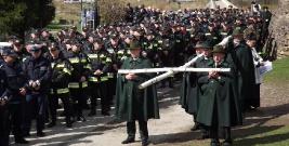 LESKO: Służby mundurowe w drodze na Golgotę (ZDJĘCIA)