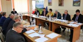 SESJA W POWIECIE: Odwołanie członków zarządu, wybór nieetatowego wicestarosty i dostosowanie sieci szkół ponadpodstawowych