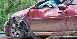 Zderzenie dwóch pojazdów. Trzy osoby trafiły do szpitala