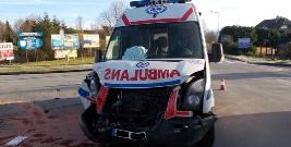 BIESZCZADY: Wypadek z udziałem karetki pogotowia. 5 osób rannych (ZDJĘCIA)