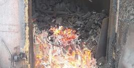 Wpadł do pieca, w którym wypala się węgiel. Mógł spłonąć żywcem (ZDJĘCIA)