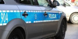 Policjant z leskiej komendy wjechał do rowu i uderzył w przepust. Sprawą zajęła się prokuratura