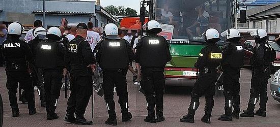 Konfrontacja psedokibiców z policją podczas meczu Sanovii Lesko z Brzozovią Brzozów