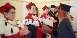 PWSZ W SANOKU: Licencjaci pielęgniarstwa odebrali dyplomy