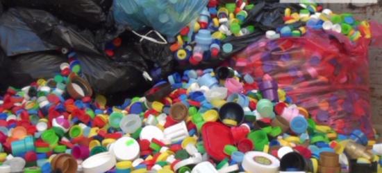 Uzbierano prawie cztery tony nakrętek! Pieniądze pomogą 4-letniej Nikoli (FILM)