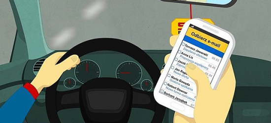 """65% kierowców pisze SMSy w trakcie jazdy. Rusza policyjna akcja ,,Nie (przy)dzwoń za kierownicą"""" (FILM, ZDJĘCIA)"""