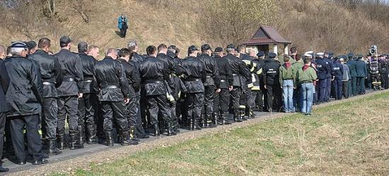 Podkarpackie służby mundurowe wspólnie podczas Drogi Krzyżowej w Zwierzyniu (ZDJĘCIA)