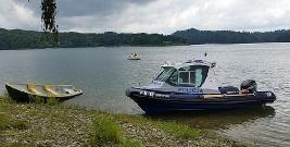 SOLINA: Chcieli wyłowić bluzę. Przewrócili łódź i wpadli do wody głębokiej na 30 m