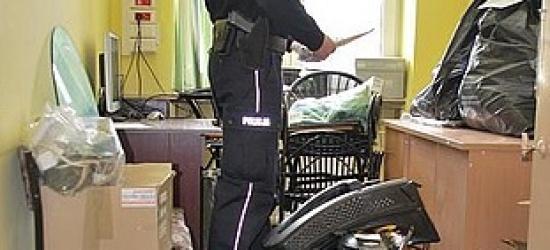 Podejrzani o kradzieże i włamania. Znaleziono przy nich narkotyki oraz amunicję