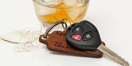 """Jeździł """"wężykiem"""" po mieście, zatrzymał go inny kierowca. 25-latek był kompletnie pijany"""