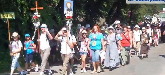 """Wyruszyła 33. Piesza Pielgrzymka do Częstochowy. """"Nie boimy się, Bóg jest z nami!"""" (FILM)"""