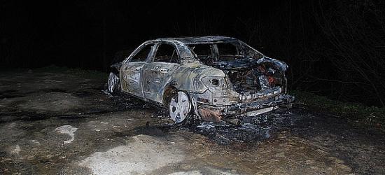 Pożar samochodu w Zawozie. Ze wstępnych ustaleń wynika, że był to samozapłon