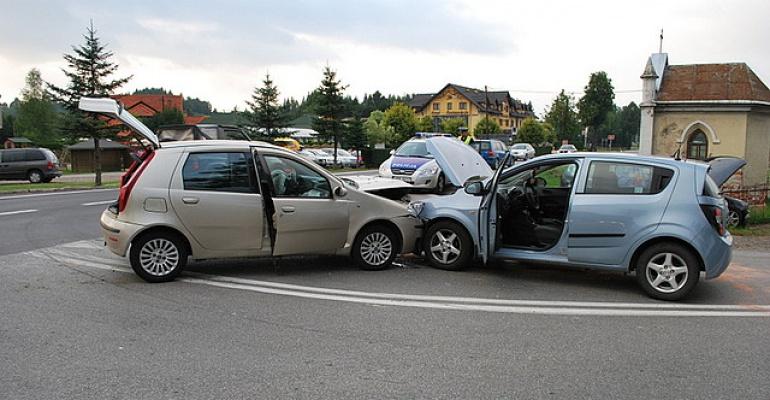 Nieuwaga 19-latki przyczyną kolizji trzech pojazdów (ZDJĘCIA)