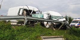 Śmiertelny wypadek. Czołówka dwóch busów (ZDJĘCIA)
